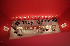 Interior Groninger Museum (Jan Luursema) Tags: netherlands museum architecture modern jan interieur kunst nederland moderne het groningen modernekunst architectuur gebouw cultuur expositie groninger historie fel tentoonstelling groningermuseum bezoekers geschiedenis kleuren kunstwerken nld toerisme inrichting musea bezoeker felle luursema