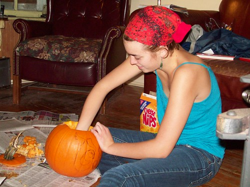 R carving Pumpkin
