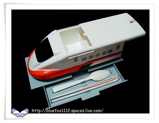 081101台灣高鐵700T造型便當盒04_底盒裡收納著筷子和湯匙