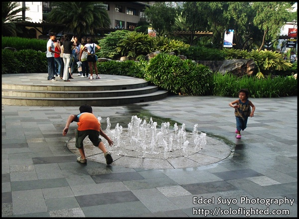 kids and fountain6