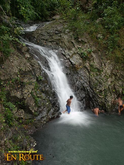 Kawa-kawa Falls pour