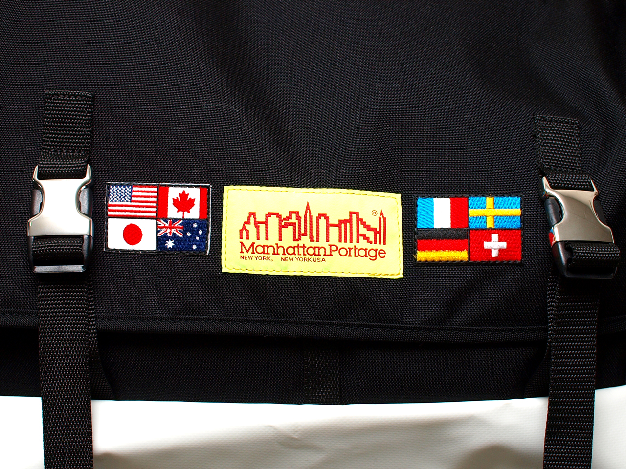 Manhattan Portage / MP1615FG Worldwide Flag Bike Messenger