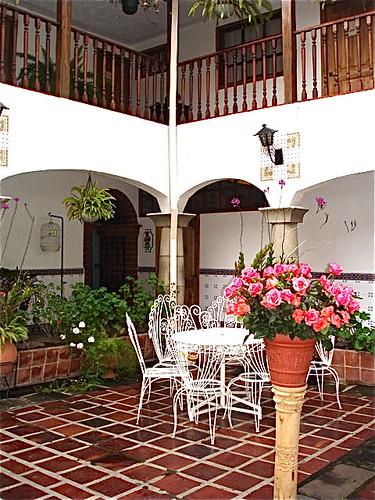 cotacachi-meson-de-las-flores-courtyard