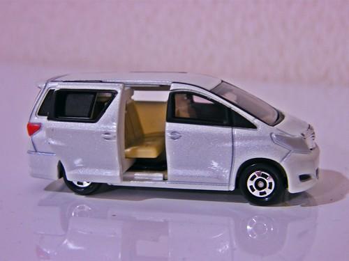 Toyota Alphard - Tomica - Slide door