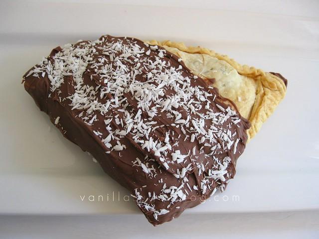 vanilla sugar blog: chocolate dipped cherry-rum hand pies