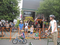 Cirque du Cycling_12 (METROFIETS) Tags: green beer bicycle oregon garden portland construction paint nw box handmade steel weld coat transport craft cargo torch frame pdx custom load cirque woodstove builder haul carfree hpm suppenkuche stumptown paragon stp chrisking shimano custombike cargobike handbuilt beerbike workbike bakfiets cycletruck rosecity crafted 4130 bikeportland 2011 braze longjohn paradiselodge seattlebikeexpo nahbs movebybike kcg phillipross bikefun obca ohbs jamienichols boxbike handmadebike oregonhandmadebikeshow nntma hopworks metrofiets cirqueducycling oregonmanifest matthewcaracoglia palletbike oregonframebuilder seattlebikeshow bikefarmer trailheadcoffee cargbikerace