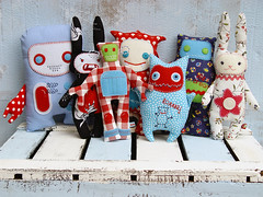 familienfoto_01 (revoluzzza) Tags: rabbit bunny monster design robot blog kid child plush softies stuffedanimal suse revoluzzza minderjahr