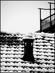 comignoletto (: panti :) Tags: sky bw blackwhite tetto comignolo bn cielo neve biancoenero tegole
