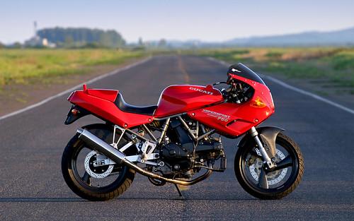 1993 Ducati 750 SuperSport Wallpaper
