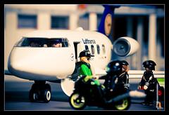 Desembarque (Alex Salvador FocusOnBeauty) Tags: barcelona plane click avion 70300 strobist afdbcn barnaclick