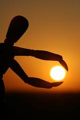 Gotcha! (wout.) Tags: sun silhouette canon evening burn passion avond capture grab zon gotcha eos400d ccpb0608 catchycolorsbrownblack