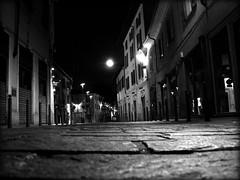 a volte...la luna (: panti :) Tags: strada luna bn notte lampioni biancoenero rho negozi dalbasso