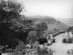 A lookout, Katoomba (Powerhouse Museum Collection) Tags: powerhousemuseum dc:identifier=httpwwwpowerhousemuseumcomcollectiondatabaseirn28297 xmlns:dc=httppurlorgdcelements11 blackandwhite photograph mountain valley sightseers vacation lookout bluemountains threesisters eucalyptus landscape cliffs canyon tourists