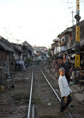 Shanty town along the railway in Surabaya, Java, Indonesia (Eric Lafforgue) Tags: homes indonesia java asia asie railways indonesie surabaya indonesi indonesien porr  indonsie voies 7124  indonezja lafforgue indoneesia   endonezya indonezija    indonzia indonezia indnesa  indonzija indonezio indoneziya indonisa