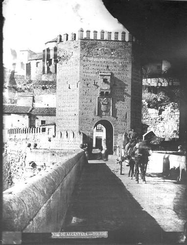 Puente de Alcántara  en el siglo XIX. Foto Casiano Alguacil