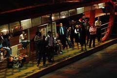 9 de Julho (Gustavo Minas) Tags: light cidade urban bus luz brasil saopaulo candid stop noturna noite pontodeonibus 9dejulho