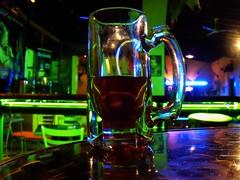 La ultima, y nos quedamos... (--Alfredo--) Tags: amigos beer bar night drunk table noche cerveza felicidad rueda borracho diversion tiempo luzneon