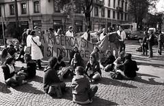 img324 (grafosecondo) Tags: italien italy white black 35mm canon italia no bn protesta ilford ricerca 133 125 pavia studenti ricercatori ricercatore gelmini no133