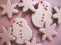 Snow Lady & Snowflake Gingerbread Cookies (Pinks & Needles (used to be Gigi & Big Red)) Tags: snowflake christmas pink cookies silver nose baking snowman eyes holidays blossom buttons treats gingerbread frosty charcoal carrot sweets 2008 giftwrap midori decorated wrappingpaper week50 snowwoman fondant carrotnose icequeen royalicing bakingjournal