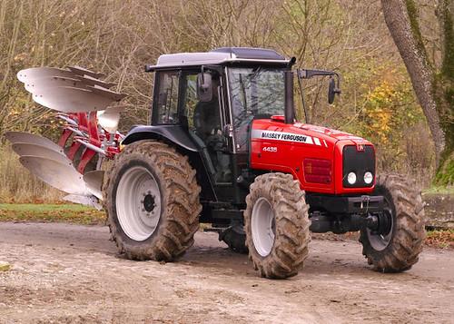 Traktory, ciągniki rolnicze Massey Ferguson używane