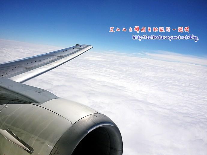 18 機翼與白雲
