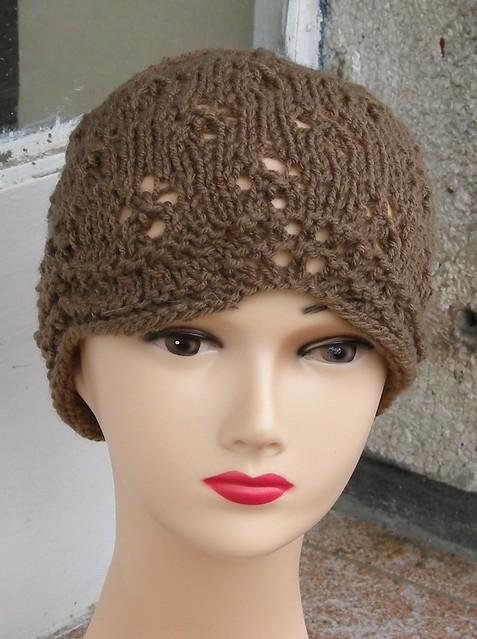 Ażurowa czapka brąz