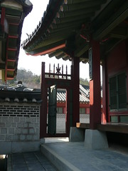 Suwon's Palace (Girl in the Rain) Tags: gate palace korea suwon