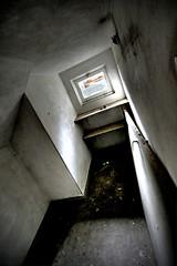 Cramped space (Piposieske) Tags: abandoned decay urbanexploration bloemendaal urbex santpoort haphazartabandoned provinciaalziekenhuissantpoort haphazartcorners