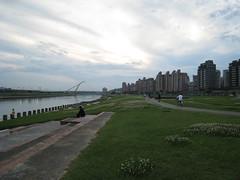 自行車河堤遊