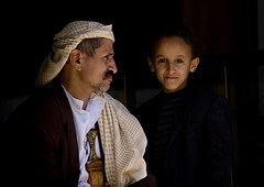 Father and son - Yemen (Eric Lafforgue) Tags: children kid child muslim father son arabic arabia yemen arabian ramadan enfant yemeni 6105 lafforgue arabiafelix arabieheureuse