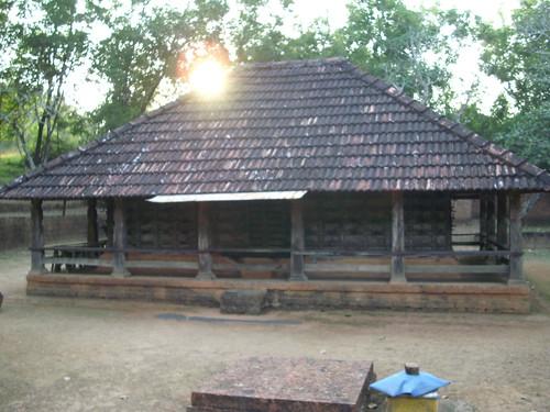 കക്കോത്ത് ഭഗവതി കാവ് (കണ്ണൂര് )