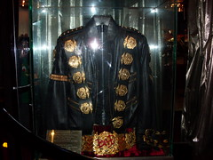 "Michael Jackson's ""Bad"" Jacket and Belt @ Hollywood Guinness World of Records (SnapShot Boy) Tags: music art rock museum losangeles dance media song mj bad blues dancer pop entertainment hollywood sing singer michaeljackson entertainer popculture superstar 2008 rb rockandroll kingofpop popstar thriller musicstar laist jackson5 thejacksons hollywoodguinnessworldofrecords"