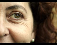 (: metamorfosis :) Tags: ojo mujer dof retrato jp mirada madre ceja expresin