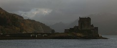 Eilean Donan (itmpa) Tags: slr castle tourism rain clouds canon scotland tourist eileandonan 30d dreich shortbreadtin canon30d tomparnell everyonesfavourite20thcenturycastle itmpa archhist