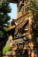 Jungle Cruise (Joe_B) Tags: cruise disneyland junglecruise 50mmf14 enterance 50mmf14d camera:make=nikon camera:model=d300 exposure:ISO=200 2008525 lens:name=50mmf14 lens:type=d lens:focallength=50 exposure:shutterspeed=1100 exposure:fnumber=f63 roll10407 event:code=2008525 roll:num=10407 shot1076 image:shot=1076
