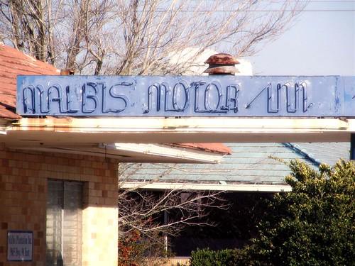 Malbis Motor Inn Sign