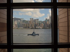 Olympus E-420 w/pancake 25mm f2.8 of Hong Kong harbor (kuronakko) Tags: window museum port hongkong harbor pier junk ship view olympus artmuseum kowloon zuiko zd hongkongartmuseum photoworkssf zd25mmf28 olympuse420