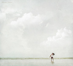Lovers in the Wind (Nika Fadul) Tags: white love beach kiss kissing lovers minimalismo mnicafadul nikafadul