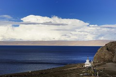 Nam (Namtso Chumo) tso (reurinkjan) Tags: nature stupa tibet chorten namtso 2008 changtang namtsochukmo nyenchentanglha tibetanlandscape tengrinor janreurink damshungcounty damgzung