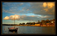 Black Boat at Keraliou (Brestitude) Tags: sunset sea mer france boat brittany pentax bretagne bateau coucherdesoleil k10 plougastel radedebrest brestitude keraliou