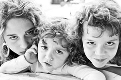 Three daughters IV - 20081027_1758edbwcr (Dimitris Papazimouris) Tags: girls portrait three eyes daughters danae ivi peloponnese ioni canon30d canon24105f4 kyveri greecegreek