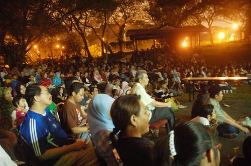 Antara kira-kira 1500 orang yang mengunjungi Maskara. Menurut penganjur Sindeket Soul-Jah, ini merupakan program mereka yang terbesar. Saya pun dapat parking jauhhhhhh.