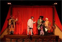 No palco... (Luiz C. Salama) Tags: show minasgerais teatro minas arte theatre c onstage belohorizonte luiz salama palco ocioso beozonte drocio luizsalama fundodobaú salamaluiz metareplyrecover2allsearchprigoogleover