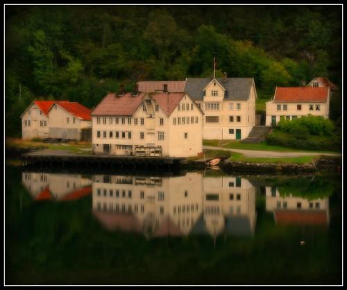 Haraldseidvågen Reflections Picnik-version
