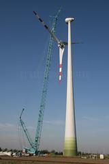 Enercon E70 turbine during dismanteling (Rockenbauer K.) Tags: blue red sky brown green rot tower hub austria sterreich energy power wind crane energie himmel grn braun blau turm kran lattice windturbine windfarm windpower gitter nabe rotor gondel nacelle terex e70 demag enercon tc2500