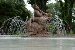 Fontaine des jardins de l'hôtel de ville (zigazou76) Tags: statue bronze jardin rouen fontaine ville hôtel rénovation centaure nessus déjanire