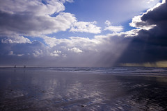 Threatening to pour at Saunton Sands (Zo Power) Tags: sun beach clouds coast dramatic stormy devon angry rays 1020mm beams raysoflight sauntonsands manhaton boxjunctionheart