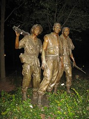We were soldiers once ... and young VII (lee_yoshida) Tags: city trip travel vacation sculpture usa canon dc washington districtofcolumbia skulptur escultura nationalmall sculture  beeldhouwkunst scultura    heykel  rzeba   socha patung sculptura skulptura   bildhauerei kuvanveisto skulptra   kiparstvo     szobrszat sculptur vajarstvo  heykl skulptuur   cerfluniaeth  passeionacional   bombwe hggmyndalist paglililok sochrstvo  skultura buidhauarei kizella skulptarto skulto tlniecba beildhouwkuns stchulptuthe  beldouwkunst skolptra