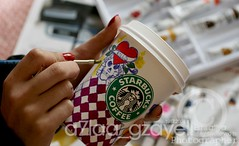 Painting+Starbucks=Love (zll  RAINBOW !) Tags: red black love cup coffee colors yellow canon painting ed creativity skull 50mm missing colours heart drawing starbucks someone panting kills slowly f25 hardy   400d posrer zll a7laagzayell