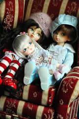 Awww Cuddlin' Couchness (nettness) Tags: pink blue red white georgia toys anne knitting doll dolls gabe bjd knitted dollfie superdollfie volks lumi abjd arttoys balljointeddoll balljointdoll dorrie lati yosd latiyellow kuuta hortence latiyellowumi